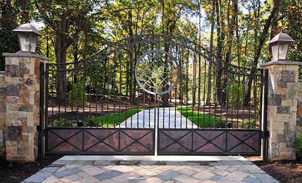 Driveway Gates Entrance Gates Heirloom Stair Amp Iron