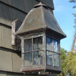 Walkway Lantern with Lower End Open and Vent Cap